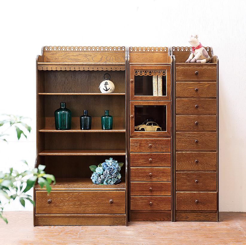 同じ装飾で高さが揃う収納家具